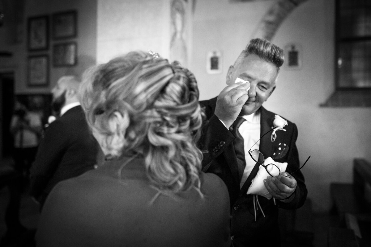 padre commosso al matrimonio