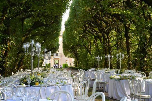 Matrimonio presso Villa Rizzardi a Negrar, i tavoli all'esterno della villa, un sogno.