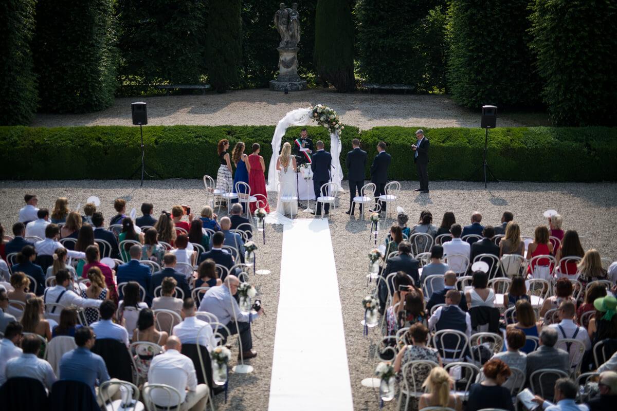 matrimonio celebrato all'aperto