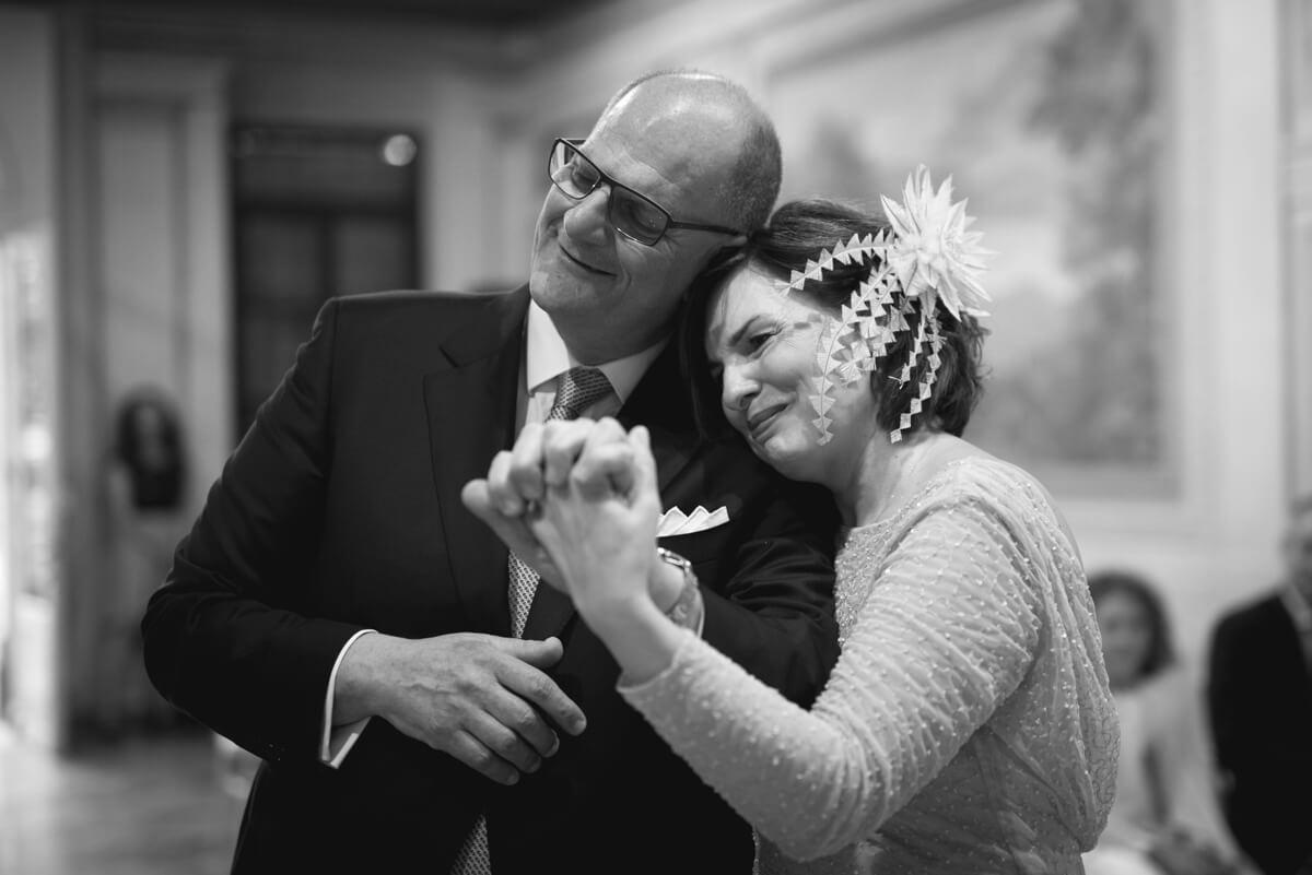 gli sposi commossi al matrimonio