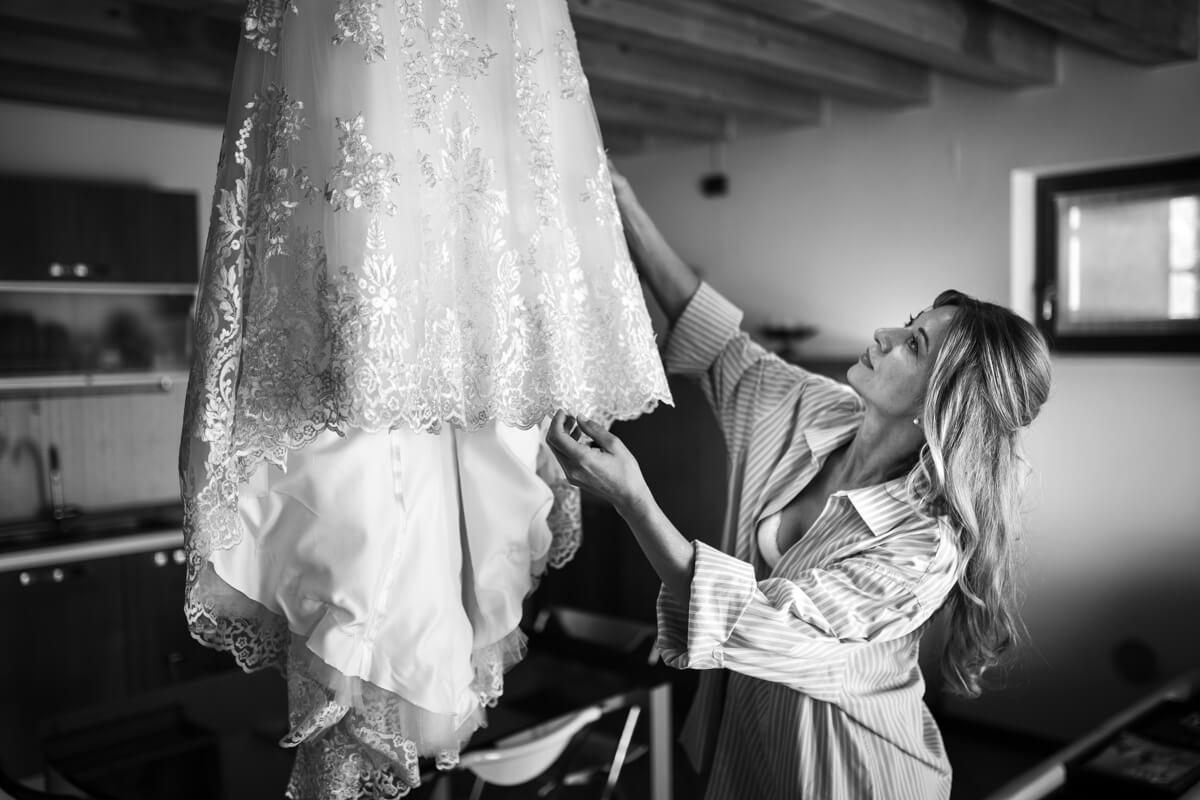 ritocchi dell'abito da sposa