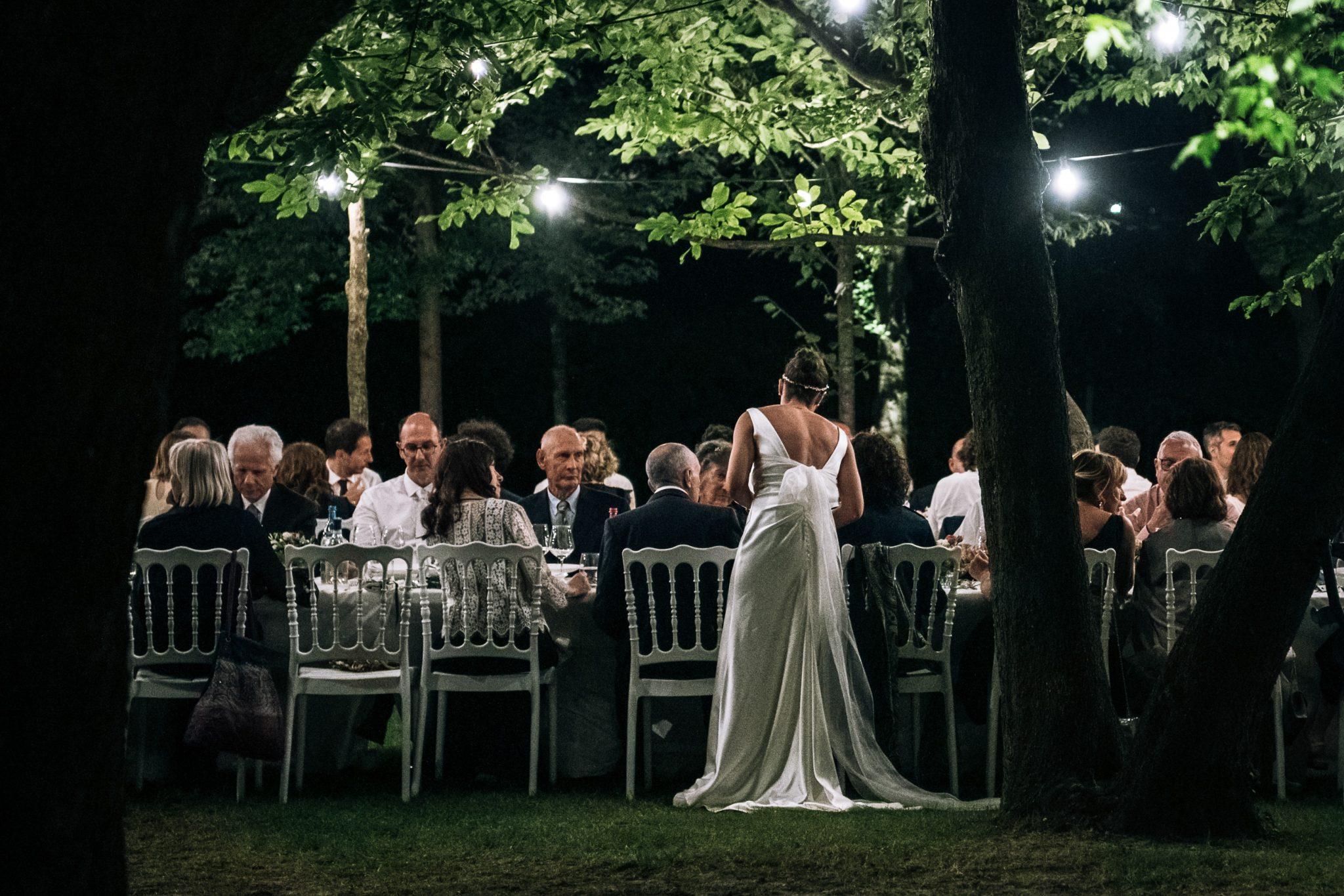cena tra sposi e invitati
