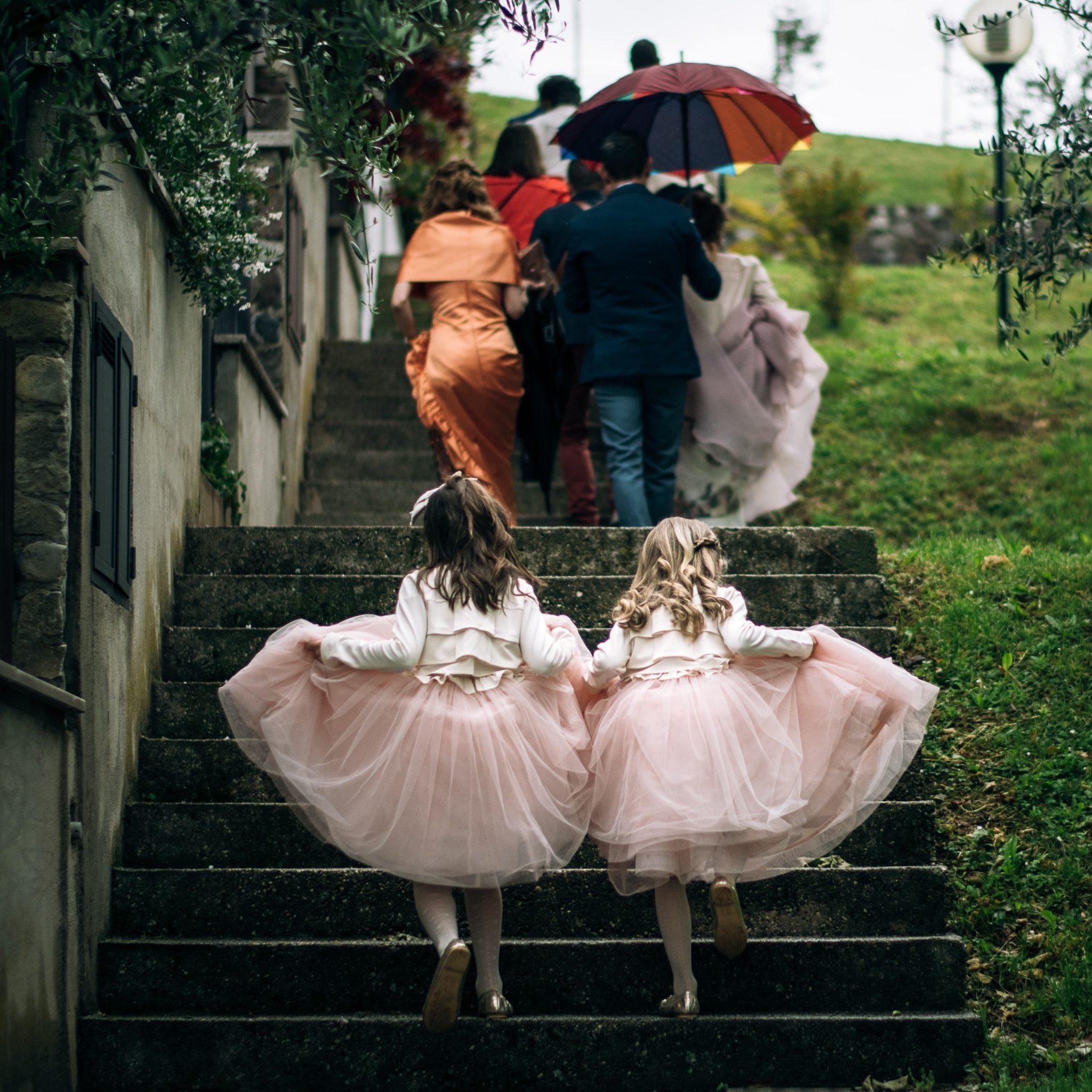le damigelle della sposa vestite con abiti rosa